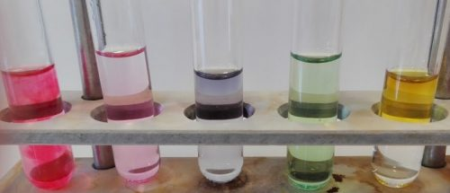 Jus de chou rouge utilisés comme indicateur coloré